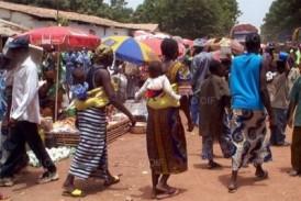 Santé-Dabola: L'ONG Search For Common Ground offre 25 postes radios et 25 clés USB aux écoles primaires de la préfecture
