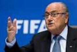 Face au scandale de la corruption à la FIFA, Sepp Blatter tente de se situer au-dessus de la mêlée
