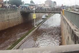 La campagne préélectorale s'invite dans la mare formée sous le pont de Gbessia