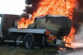 L'incendie d'un camion citerne cause des dégâts à Sanoyah