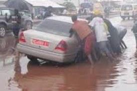 Sous les grandes pluies, les routes de Conakry sont (presque) impraticables