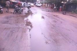 Insalubrité-Guinée:Les eaux des puits perdus encombrent la devanture du Gouvernorat de Conakry