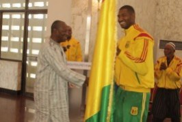 Jeux Africains de Brazaville : Le président Alpha Condé remet le drapeau national aux athlètes Guinéens